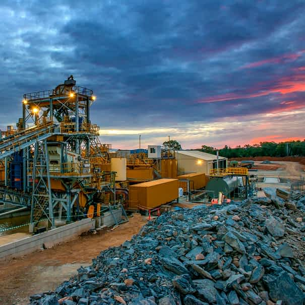 Mining.a,Large,Scale,Mining,Infrastructure,In,Australia,For,Gold,And